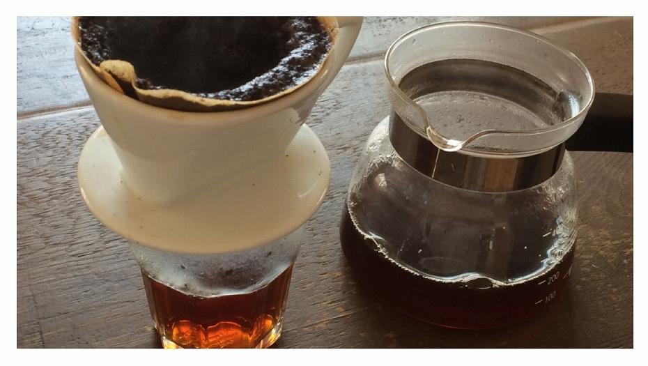 おいしいコーヒーをいれるには、注いだお湯を最後まで落としてはいけない